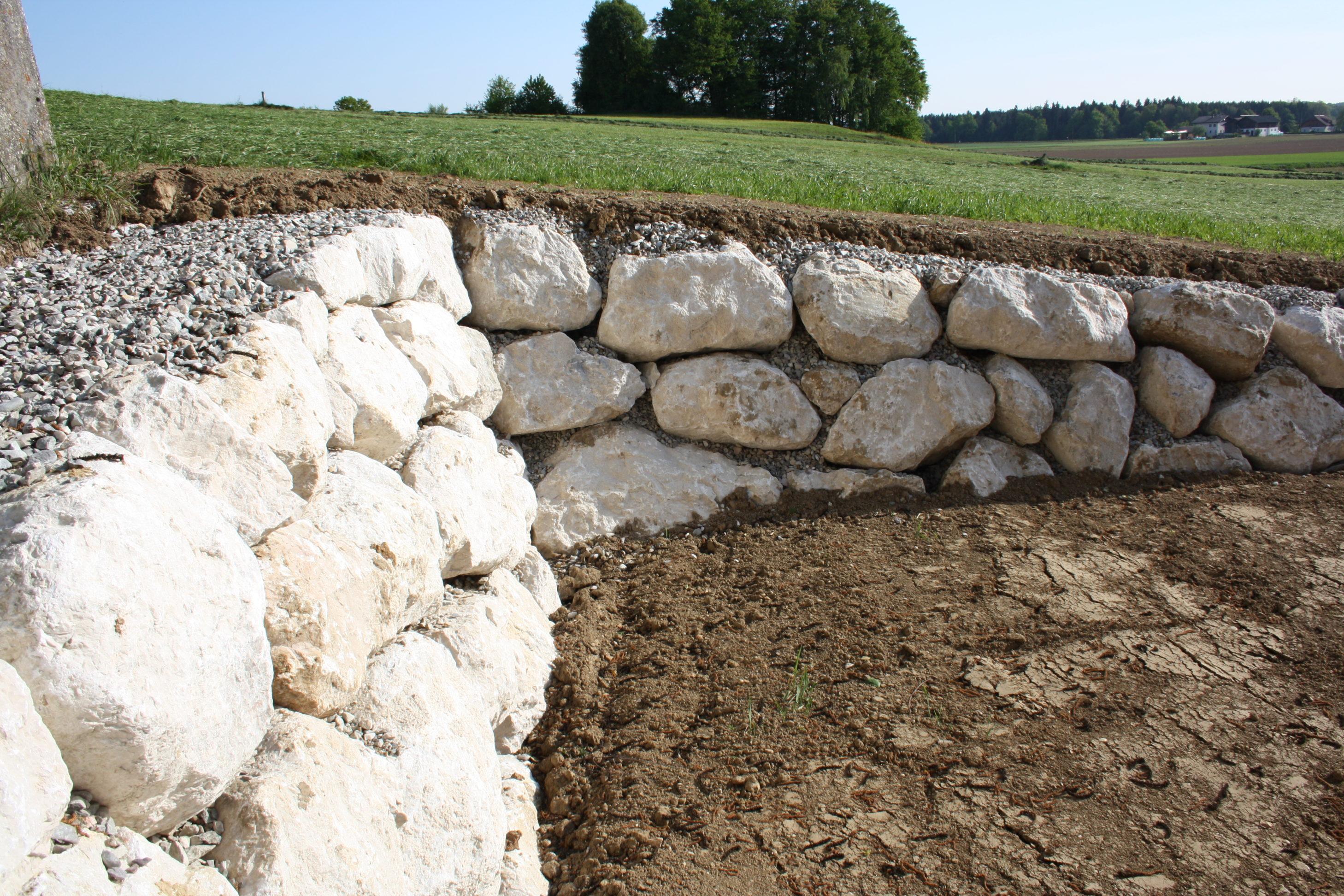 Kalksteine in Spiltt versetzt